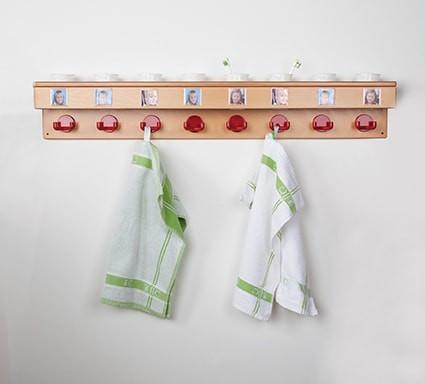 Waschraumleiste mit Becherbohrungen