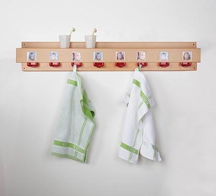 Waschraumleiste mit Becherhalter