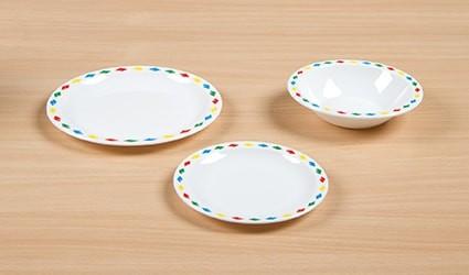 Geschirr in Diamant- oder Streifendesign