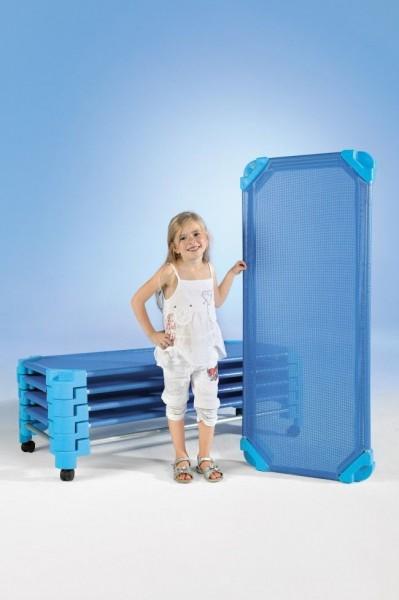 Stapelbares Kinderbett aus Kunststoff
