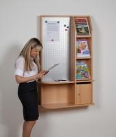 Infocenter mit Schrägablagen, Einwurfkasten und Infotafel