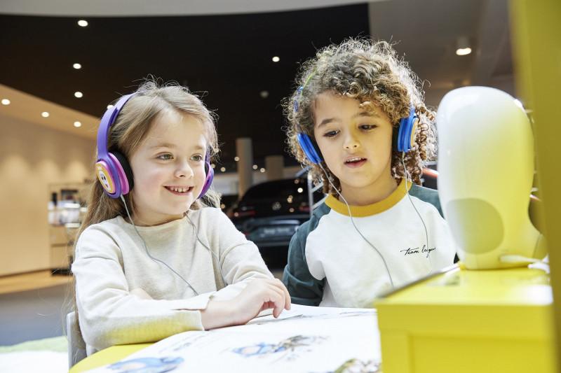 media/image/Luka-R-Erlebniswelt-mit-Kindern-und-Kopfh-rern-minG25hiWSV8Hbgw.jpg