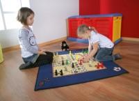 Spielteppich mit Brettspiel-Motiv