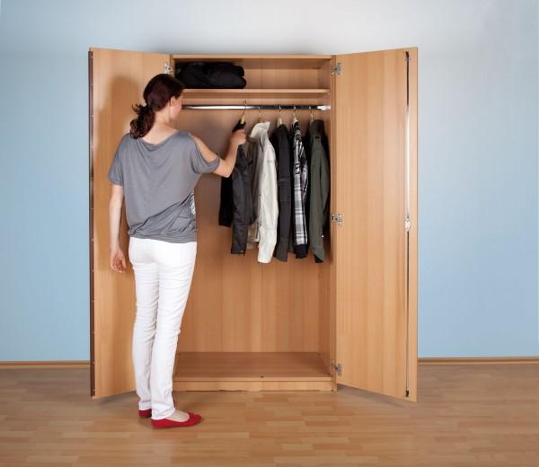 Garderobenschrank mit Hutboden