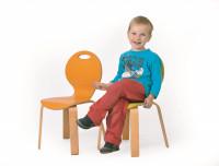 Stuhl PEARL mit farbiger Sitzschale und Holzgestell