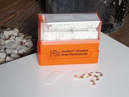 Pflasterspender, gefüllt mit Kinderpflaster