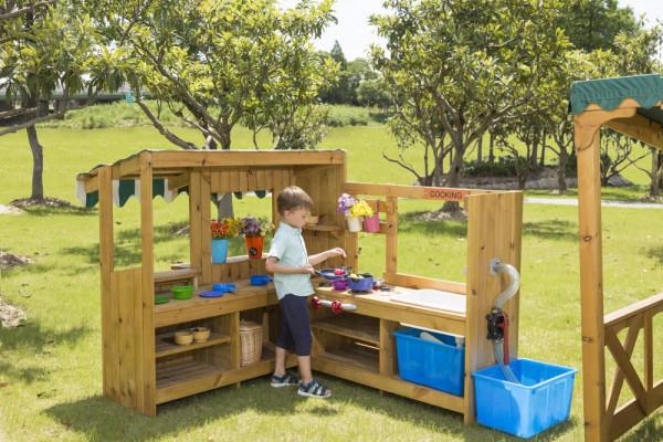 Outdoor Spielküche mit Pumpe